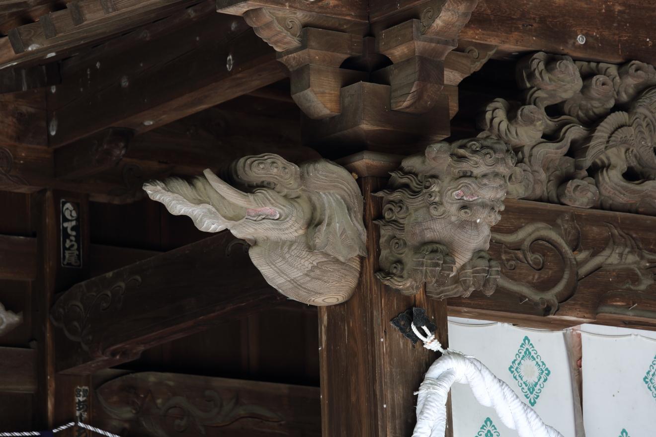 新倉富士浅間神社本殿の象と獅子の彫刻