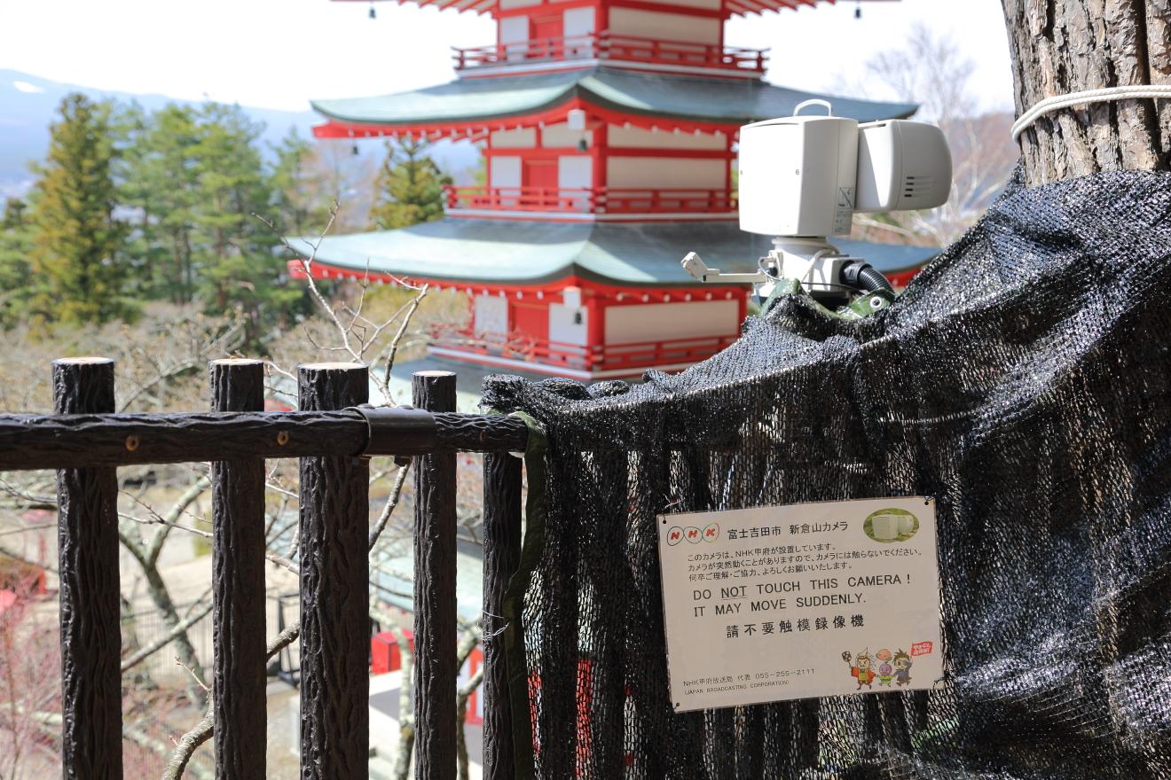新倉山浅間公園に設置されたNHK情報カメラ