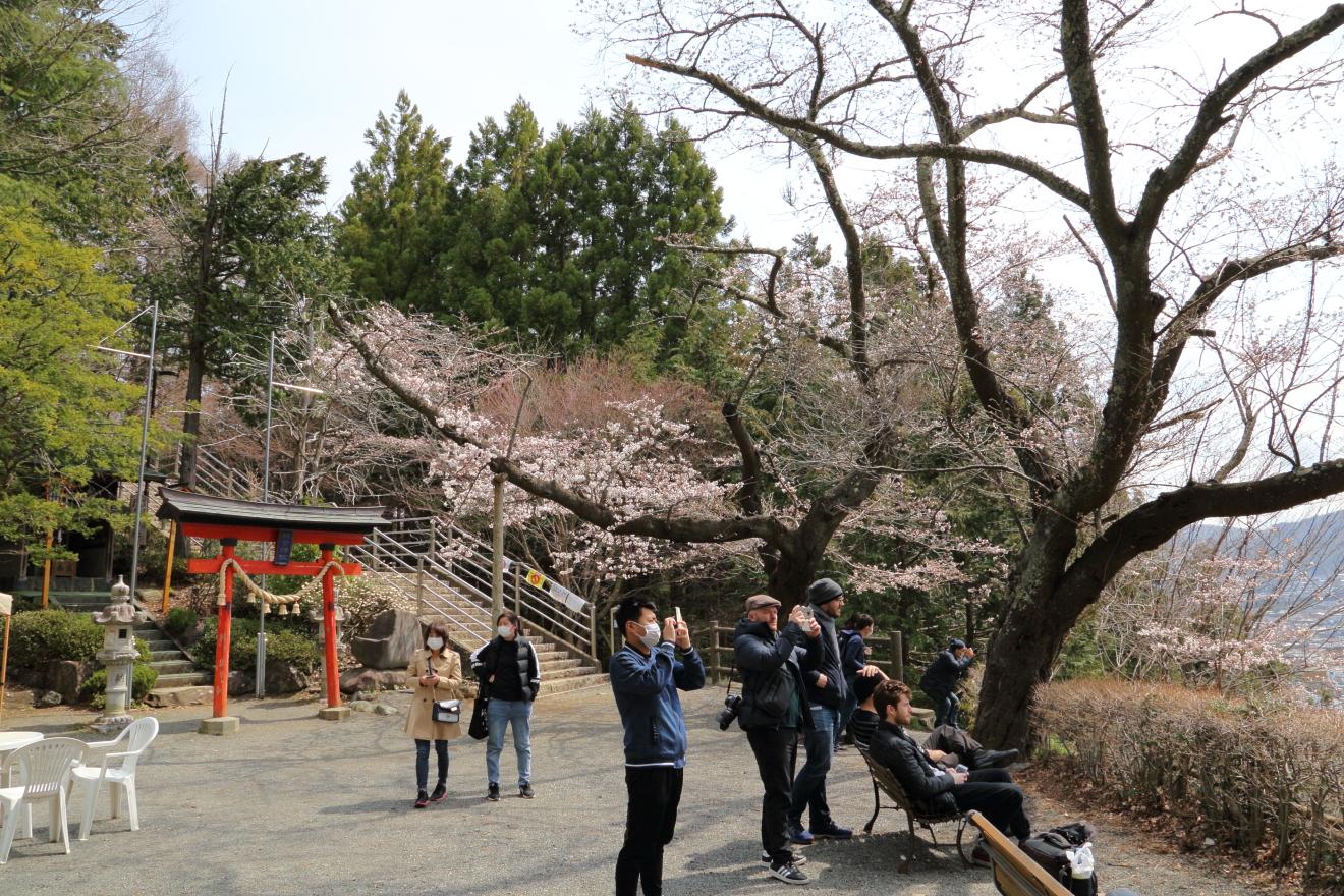 塩釜神社前広場