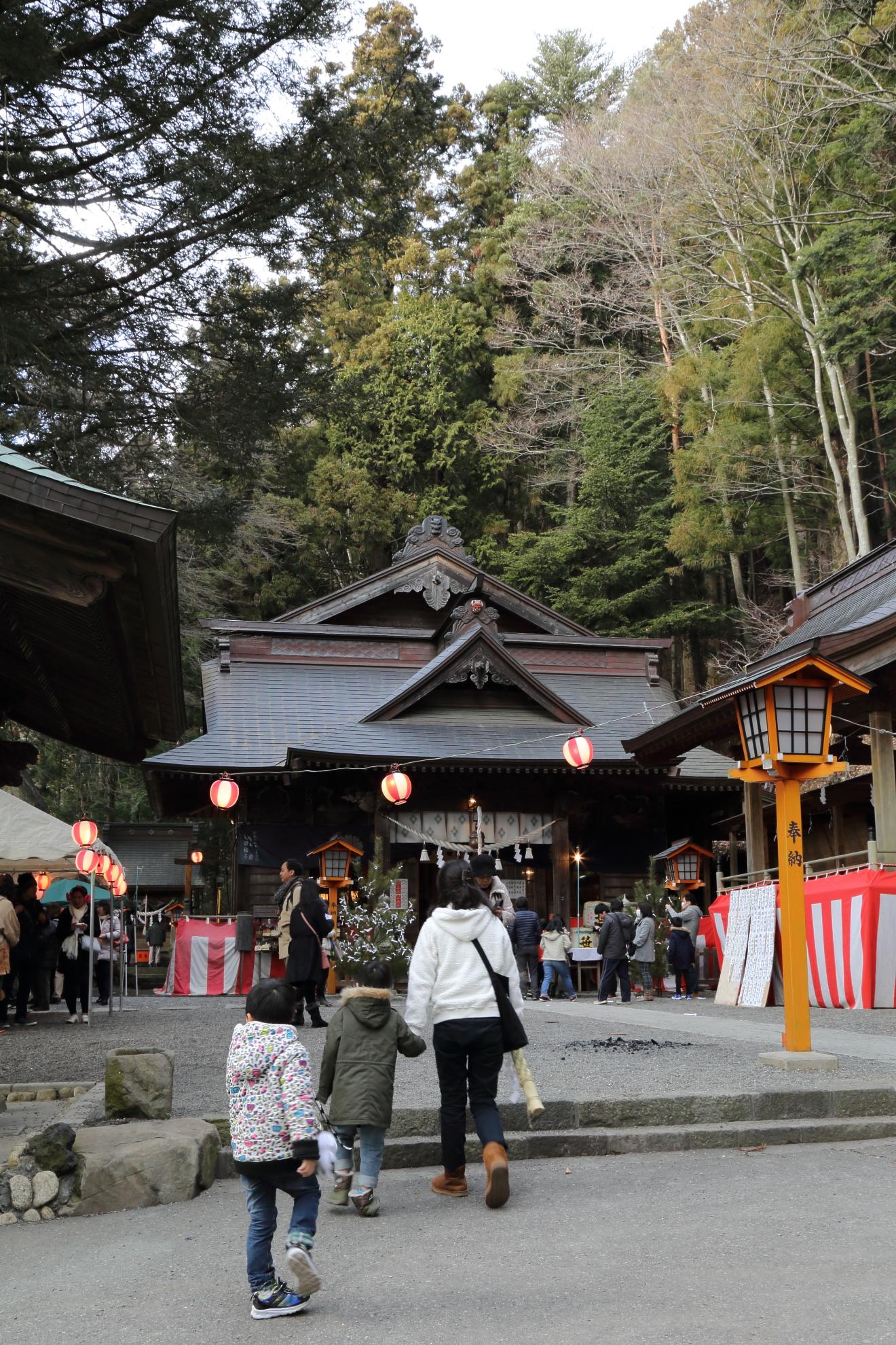 新倉富士浅間神社の初詣の様子