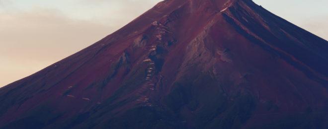 忠霊塔から見た赤富士