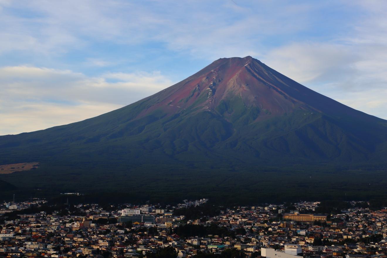 日の出後の夏の富士山