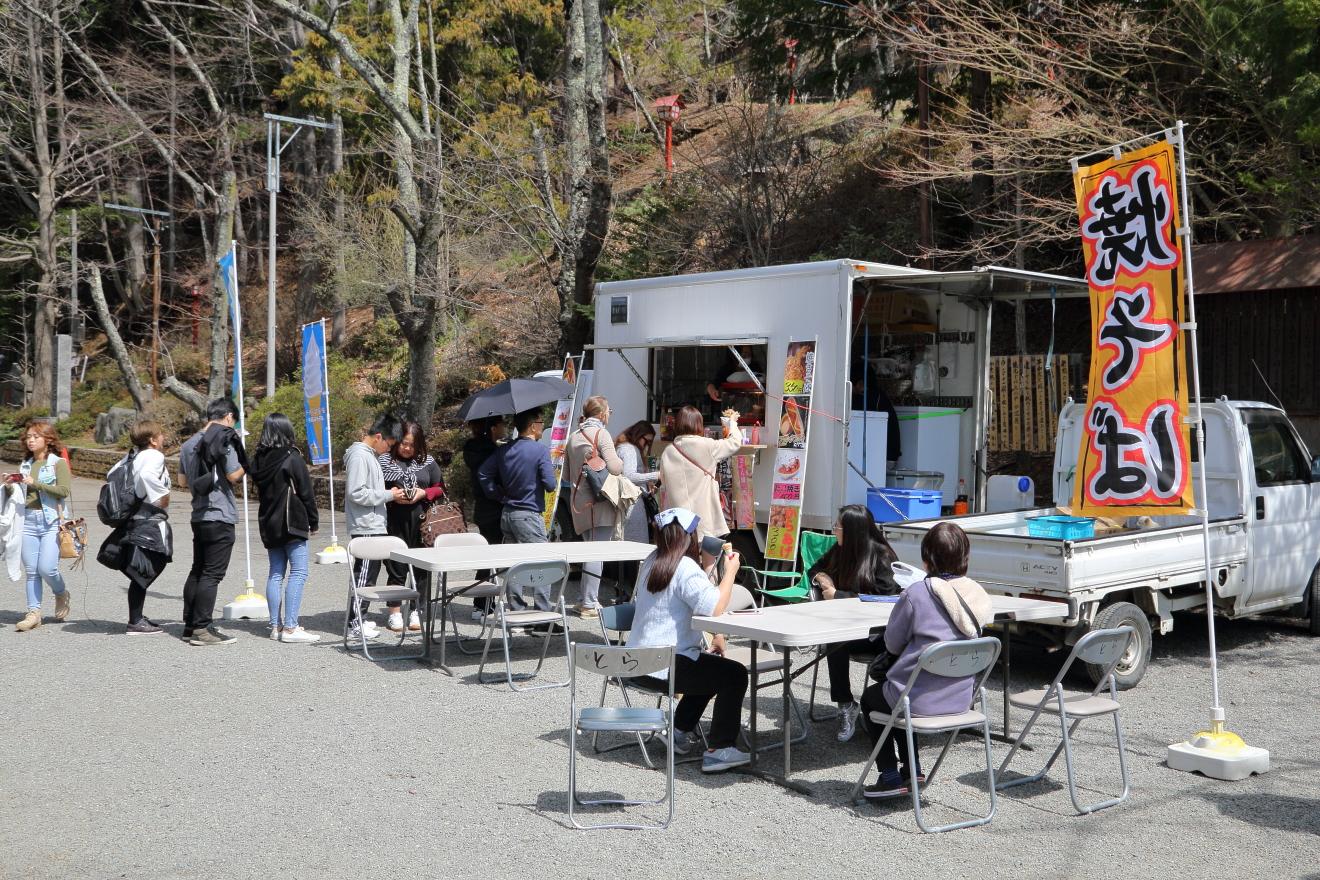 新倉山浅間公園の移動販売車