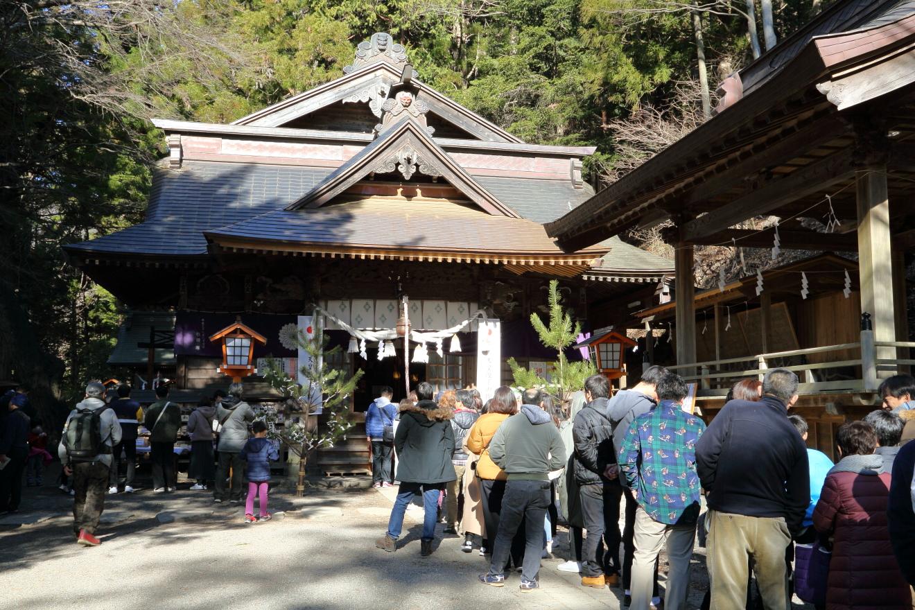元旦の新倉富士浅間神社
